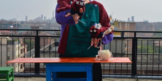 (dai cinque ai novantanove anni) David the Leprechaun.Sono tre storie che nascono dalle Americhe, quella di un anello evanescente, di un orso custode e di un maglione con doppia personalità. Tre oggetti altamente simbolici che hanno protetto la vita degli attori e che hanno portato in scena (a Piacenza il […]