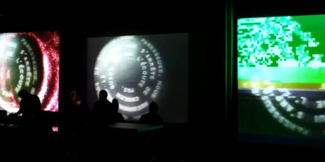 Pierluca Nardoni. Giunto alla sua sesta edizione, il RoBOt Festival si conferma una rassegna capace di calamitare alcune delle migliori forze creative del momento, muovendosi in maniera efficace tra la musica elettronica e le arti visive e performative secondo un'ottica che privilegia gli apporti delle più recenti tecnologie. Tra le […]